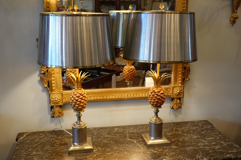 Mid-Century Modern Pair of Pineapple Lamps with Metal Shades in the Style of Jansen or Charles For Sale