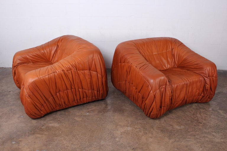 A pair of large scale leather 'Piumino' chairs by De Pas, D'urbino & Lomazzi for Dell'Oca.