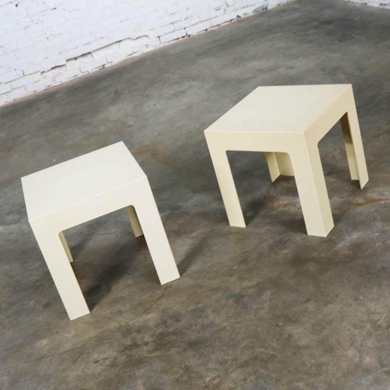 Mid-Century Modern Pair of Plastic Parsons Side Tables White Style Kartell or Syroco, Midcentury For Sale
