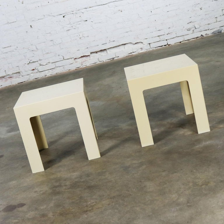 Pair of Plastic Parsons Side Tables White Style Kartell or Syroco, Midcentury In Good Condition For Sale In Topeka, KS