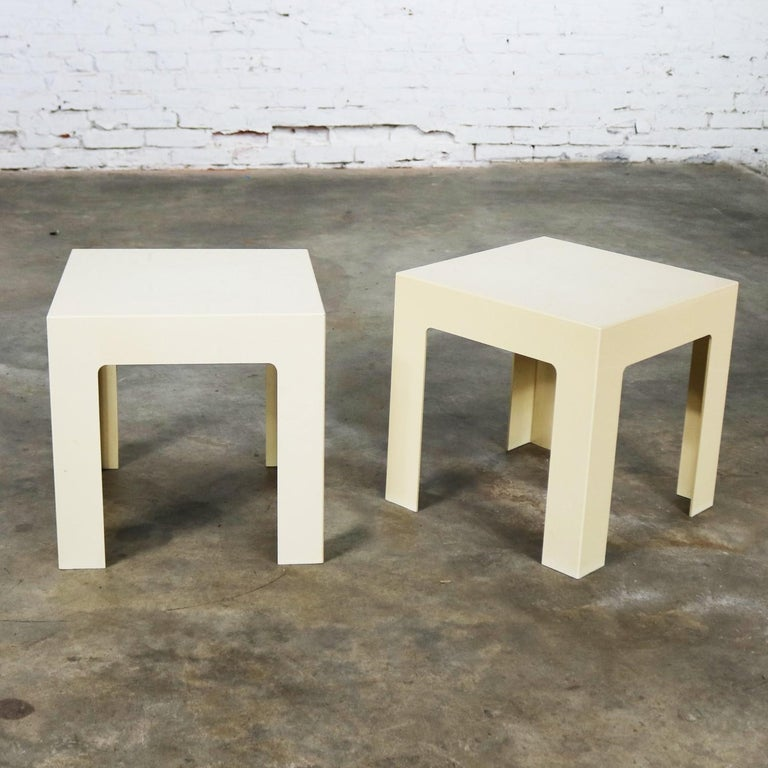 Pair of Plastic Parsons Side Tables White Style Kartell or Syroco, Midcentury For Sale 4