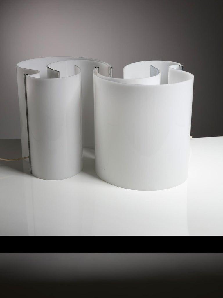 Italian Pair of Plexiglass Table Lamps by Franco Mazzucchelli for Stilnovo For Sale