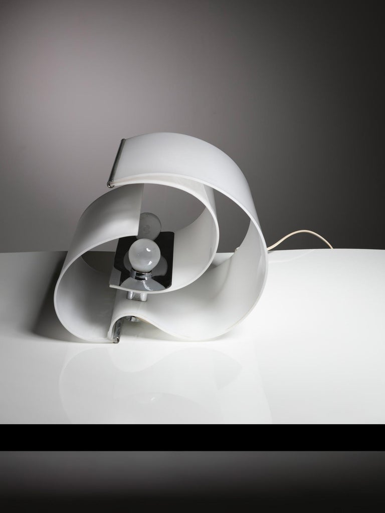 Mid-20th Century Pair of Plexiglass Table Lamps by Franco Mazzucchelli for Stilnovo For Sale