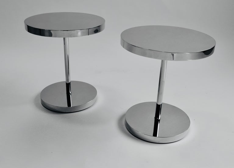 Pair of Polished Stainless Steel Side Tables In Good Condition For Sale In Chicago, IL
