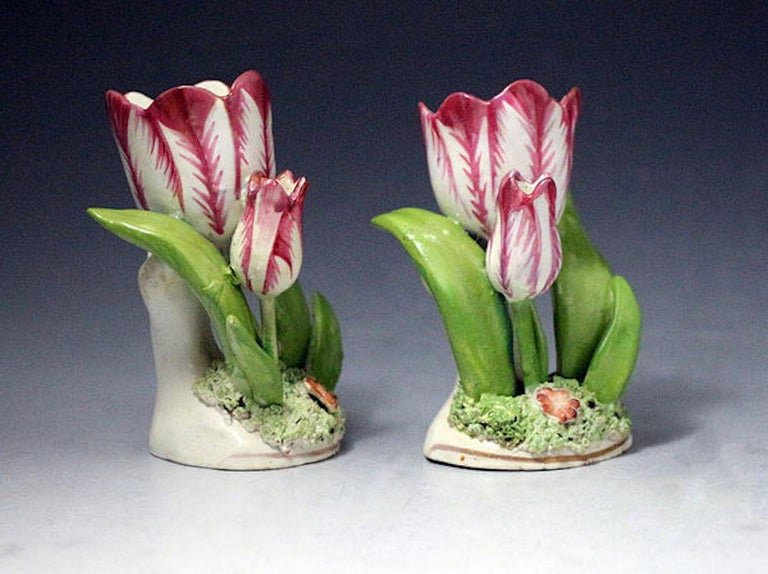 English Pair of Porcelain Staffordshire Tulip Ornaments, circa 1835 For Sale