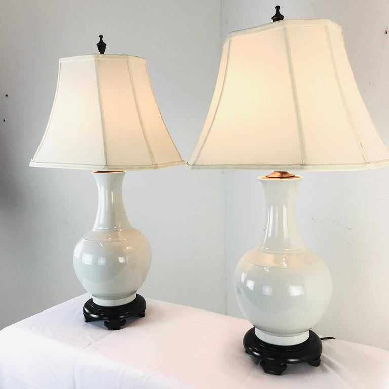 Pair of Porcelain Vase Lamps In Good Condition For Sale In Dallas, TX