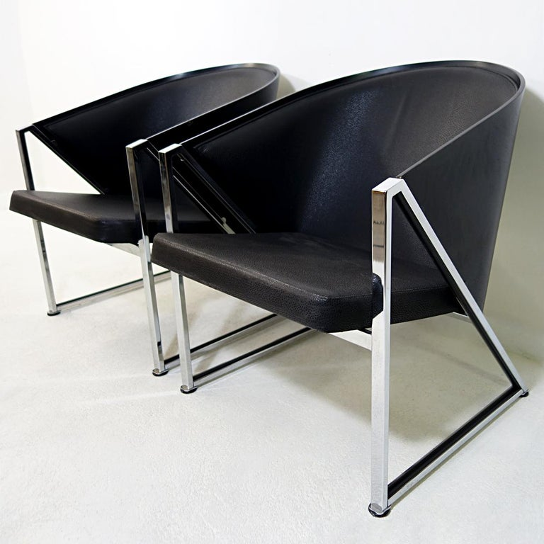 This pair of easy chairs was designed by Jouko Järvisalo for Inno. Their style is an elegant mixture of postmodern and Art Deco with their sharp triangular chrome frames and comfortable seats upholstered in leather.