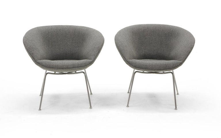 Pair of Pot Chairs by Arne Jacobsen for Fritz Hansen, Restored, Maharam Fabric 2