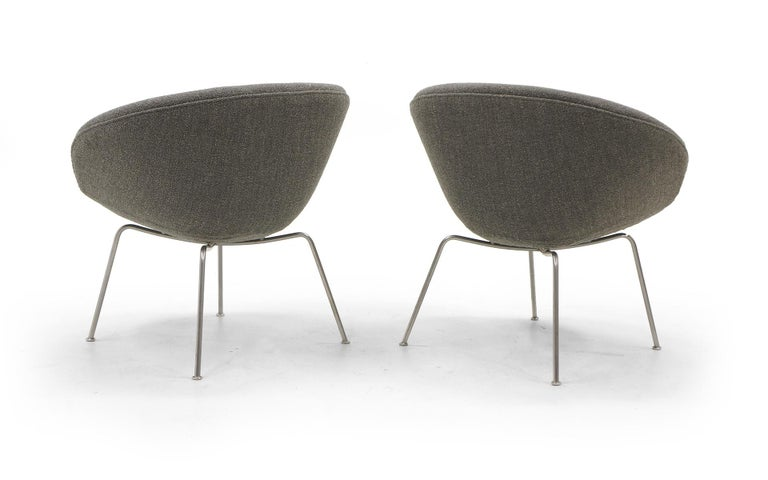 Pair of Pot Chairs by Arne Jacobsen for Fritz Hansen, Restored, Maharam Fabric 4