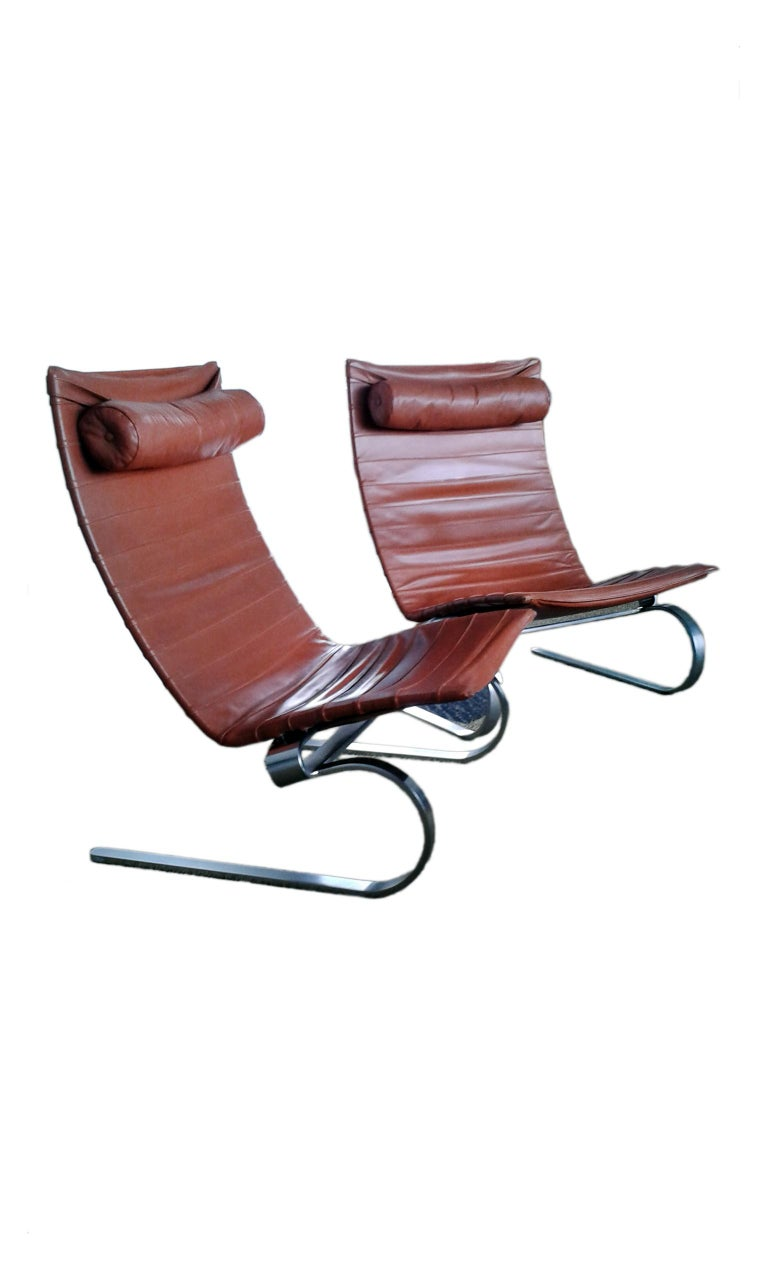 PK 20 is a laidback and elegant lounge chair, built upon a flexible matte chromed spring steel frame. The beautiful curve of the legs and the floating frame distinguish this chair.