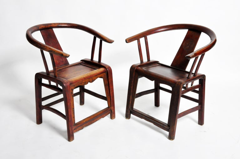 Chinese Pair of Qing Dynasty Horseshoe-Back Chairs For Sale