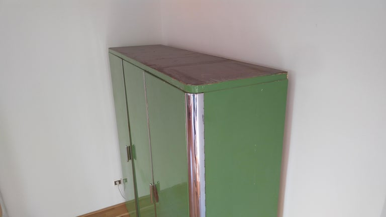 Pair of Rare Chrome Bauhaus Wardrobes In Good Condition For Sale In Barcelona, ES