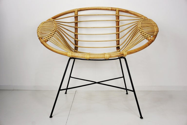 Mid-Century Modern Pair of Rattan Lounge Armchairs For Sale