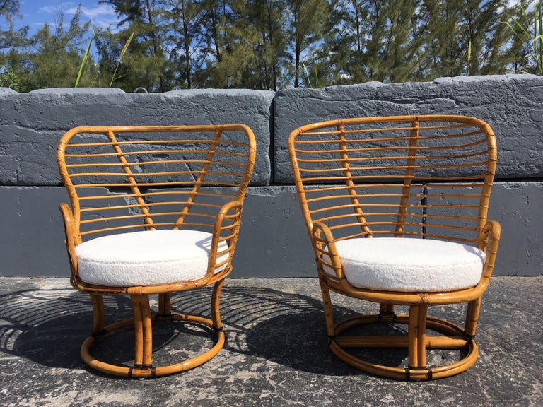Late 20th Century Pair of Rattan Lounge Chairs Faux Sheepskin For Sale
