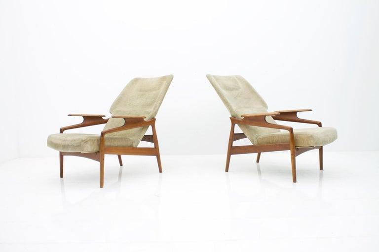 Pair of nice teak wood reclining lounge chairs by John Bone, Denmark, 1960s.  Very good original condition.