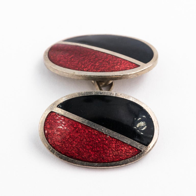 Art Deco Pair of Red and Black Enamel Cufflinks For Sale