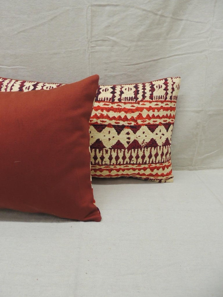 Pair of Red and Brown Vintage Decorative Lumbar Pillows In Good Condition For Sale In Oakland Park, FL