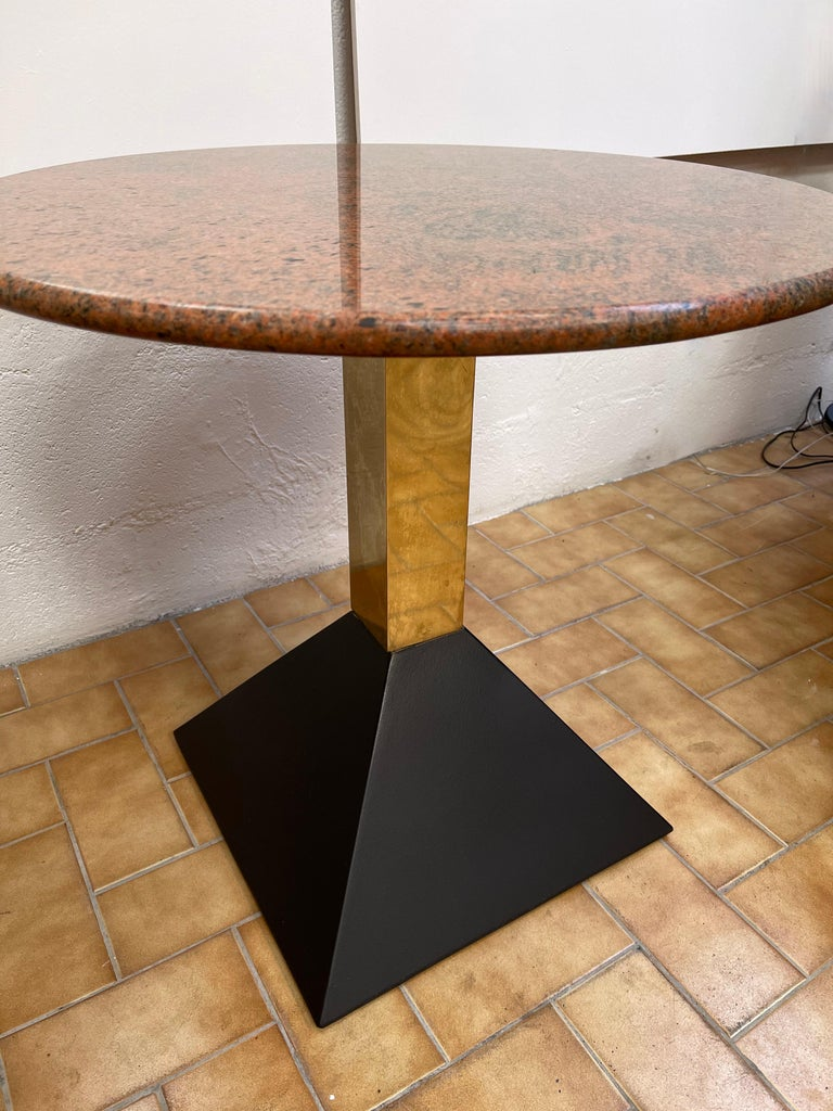 Mid-Century Modern Pair of Red Granite and Brass Side Tables, Italy, 1980s For Sale