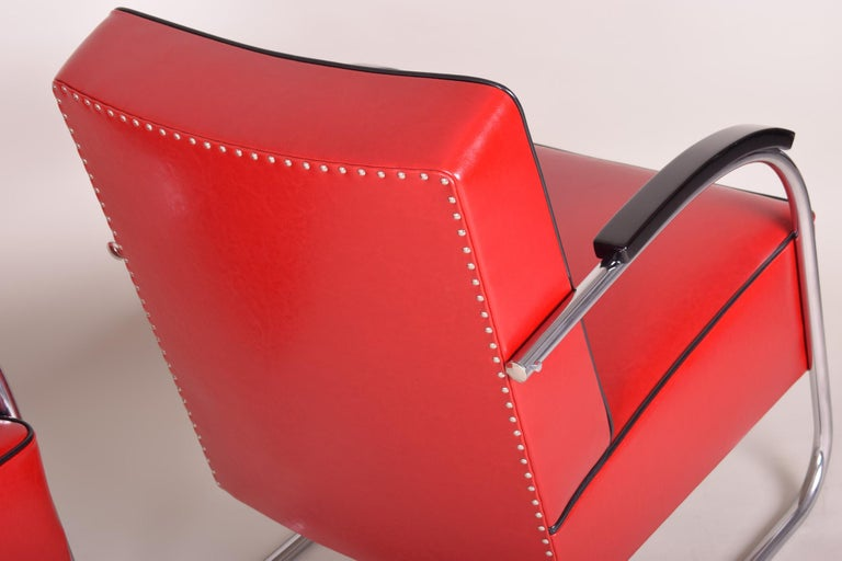 Pair of Red Tubular Steel Cantilever Armchairs, Chrome, New Leather Upholstery In Good Condition For Sale In Prague 1, CZ