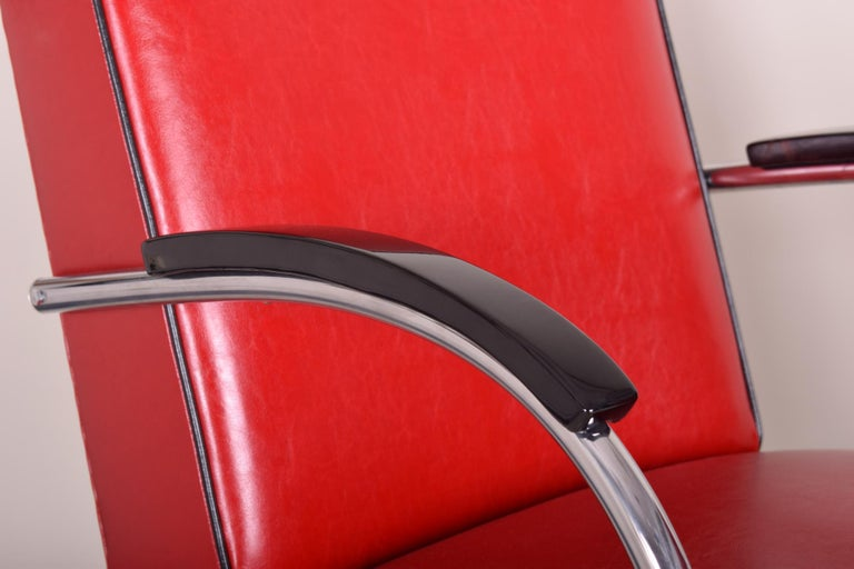 Mid-20th Century Pair of Red Tubular Steel Cantilever Armchairs, Chrome, New Leather Upholstery For Sale