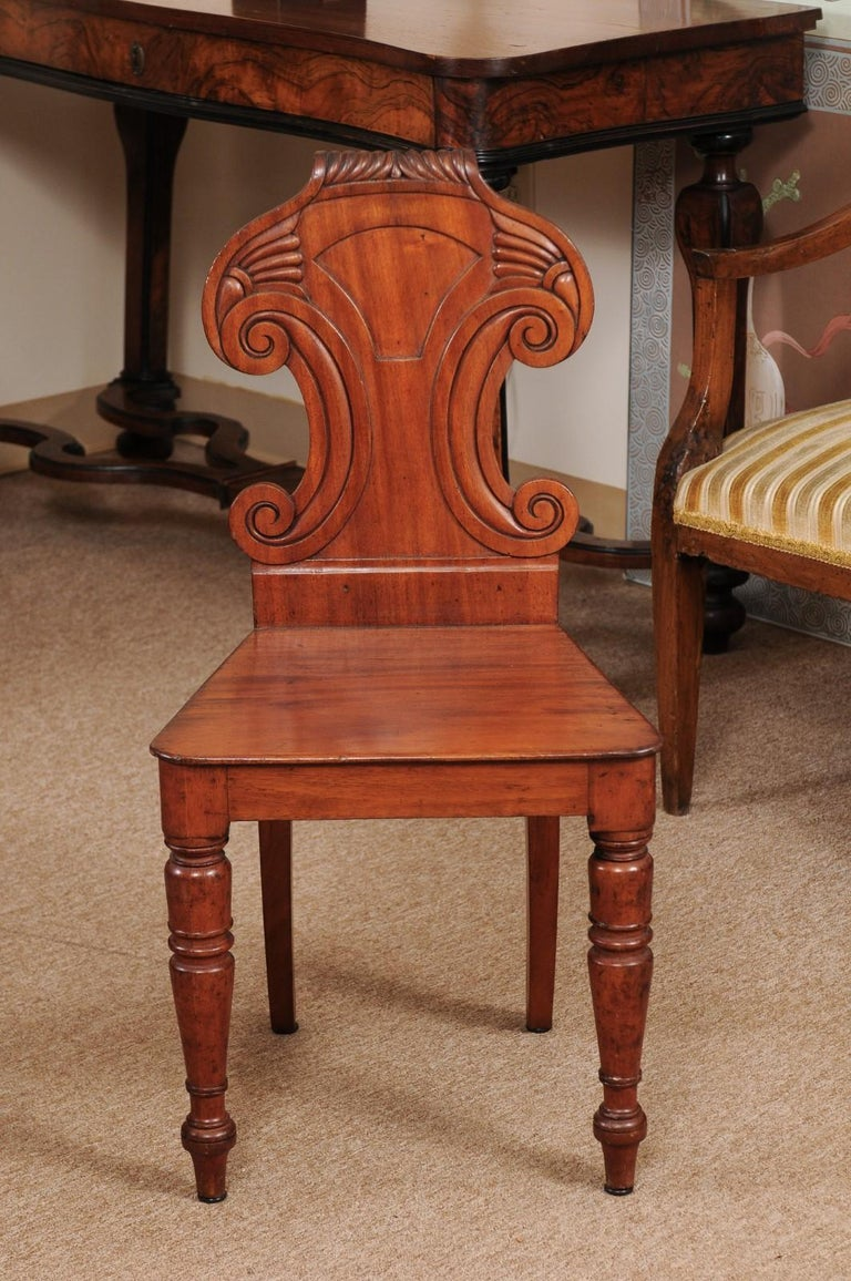 Pair of Regency English Mahogany Hall Chairs, circa 1810 In Good Condition For Sale In Atlanta, GA