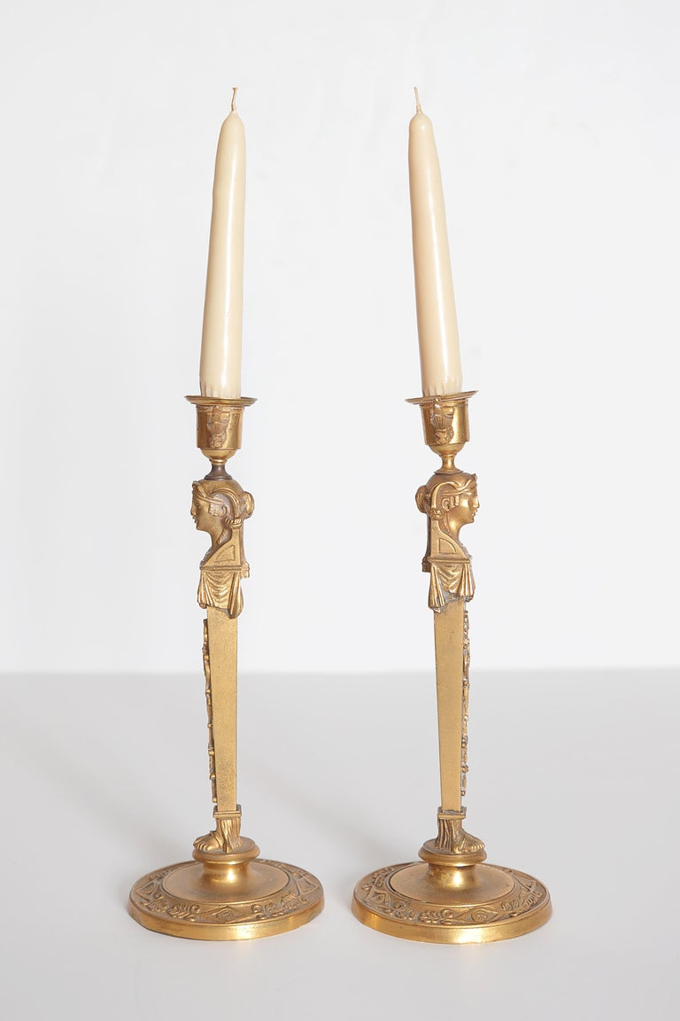 Pair of Regency Gilt Bronze Candlesticks in the Egyptian Taste In Good Condition For Sale In Dallas, TX