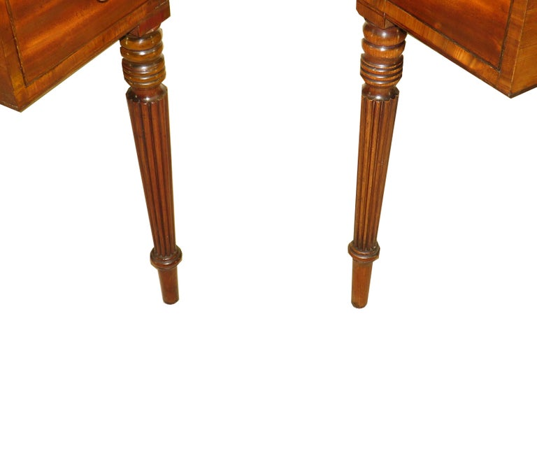 English Pair of Regency Mahogany Dressing Tables For Sale