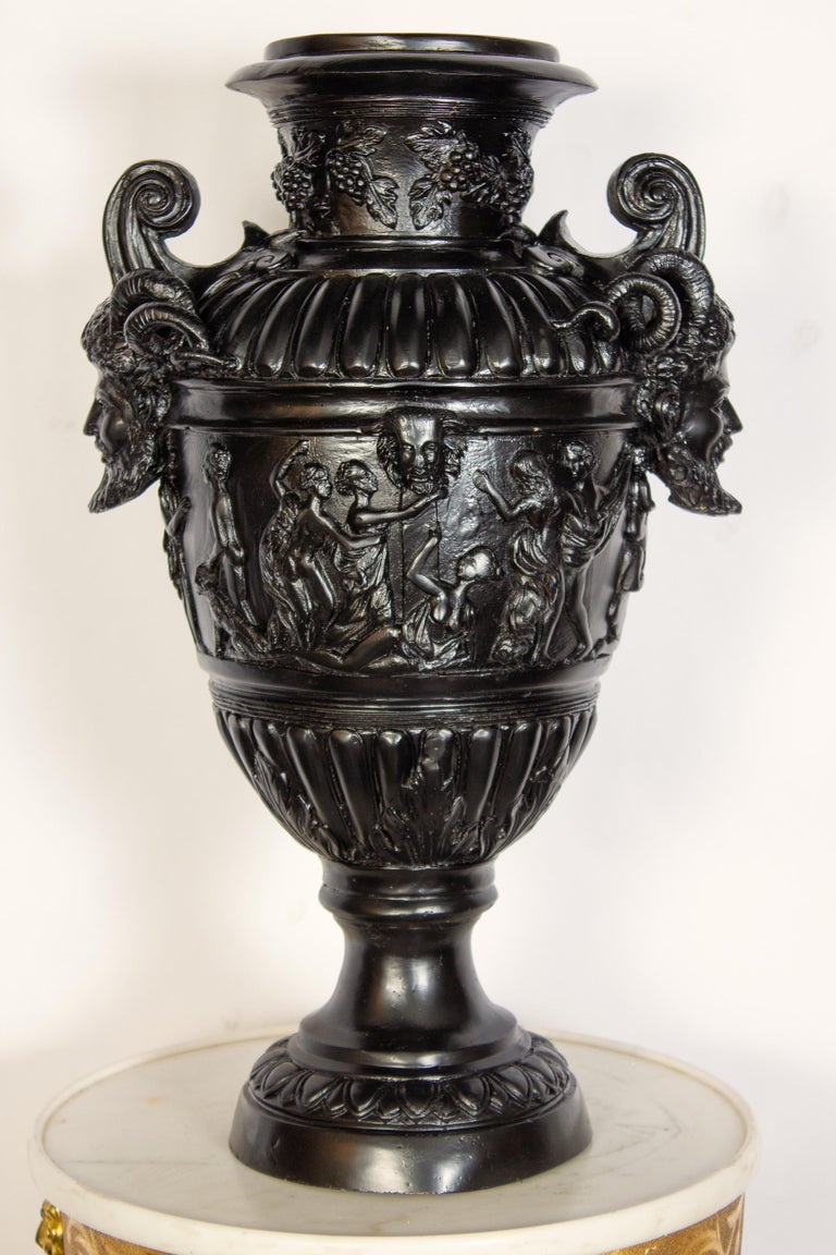 Pair of Renaissance Revival Bronze Black Painted Vases In Excellent Condition For Sale In Rome, IT