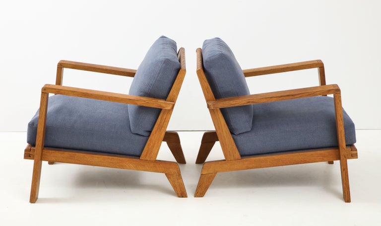 Mid-Century Modern Pair of René Gabriel Oak Armchairs Upholstered in Blue Linen For Sale