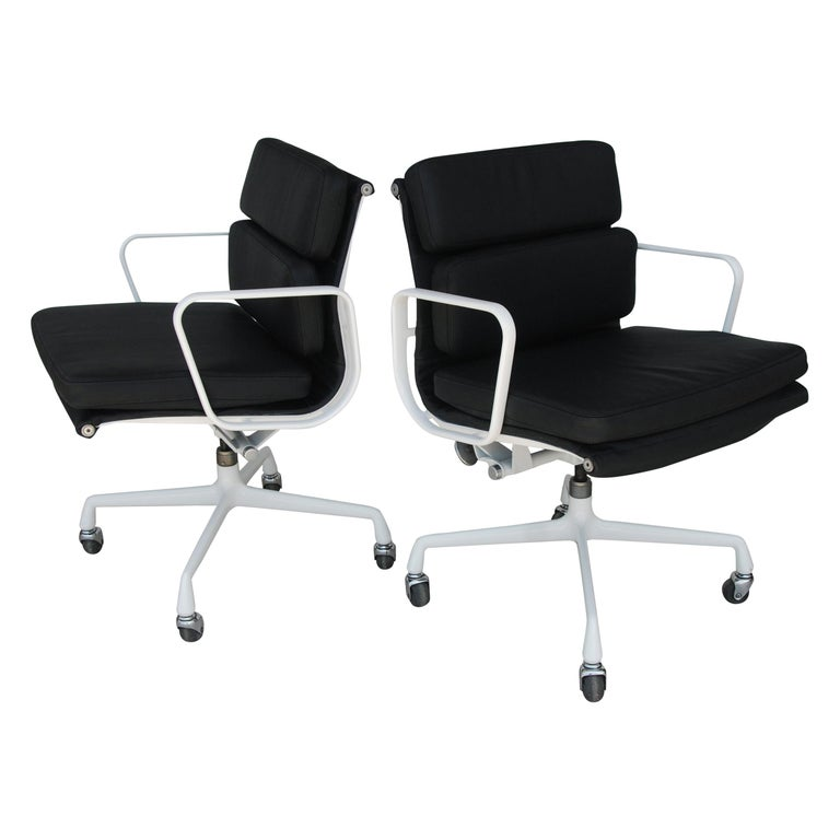 Pair of Restored Herman Miller Eames Aluminum Group Management Chairs For Sale