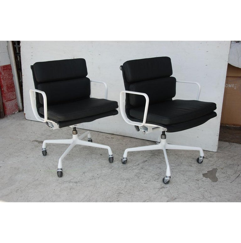 American Pair of Restored Herman Miller Eames Aluminum Group Management Chairs For Sale