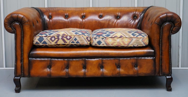 English Pair of Restored Victorian Gentleman Club Chesterfield Leather Sofas Kilim Seats For Sale