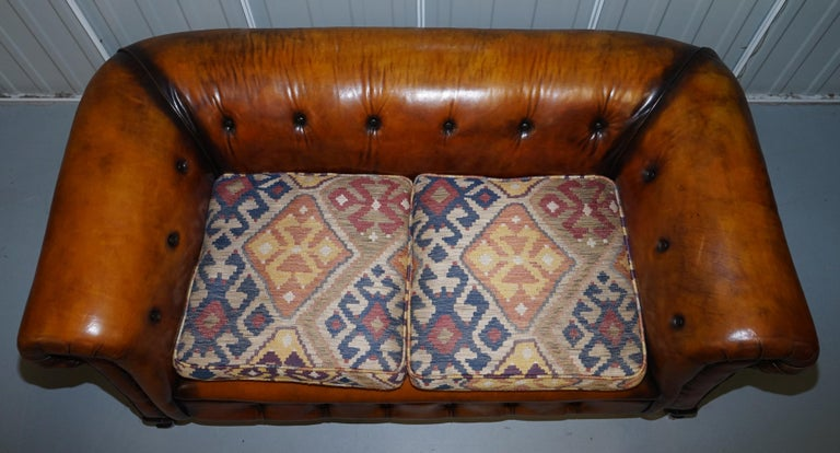 Pair of Restored Victorian Gentleman Club Chesterfield Leather Sofas Kilim Seats In Good Condition For Sale In London, GB