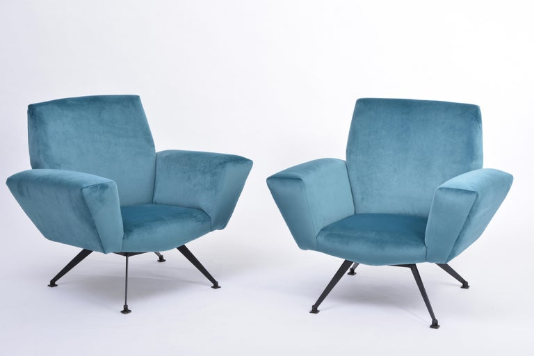 Mid-Century Modern Pair of Reupholstered Teal colored Italian Lounge Chairs by Lenzi, 1950s For Sale
