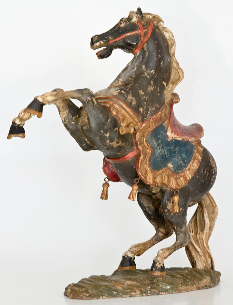 Pair of Rising Horses, Bavaria Oberammergau circa 1930 Carved Wood, Painted In Good Condition In Epfach, DE