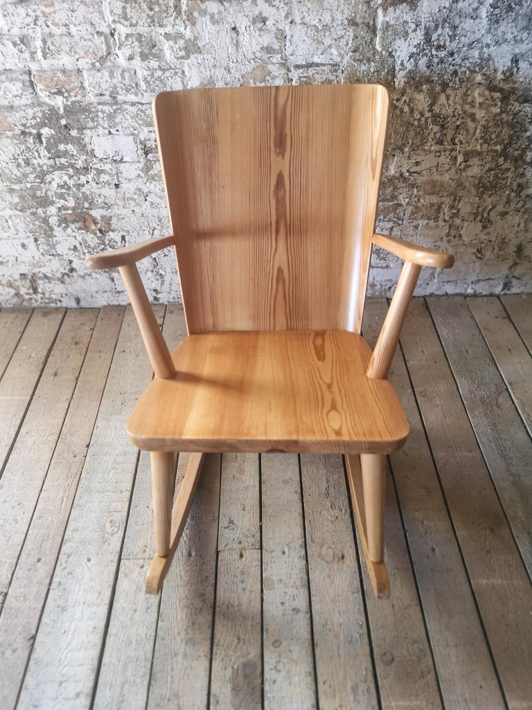 Pair of Rocking Chair in Pine, Göran Malmvall, Sweden, 1940s For Sale 4