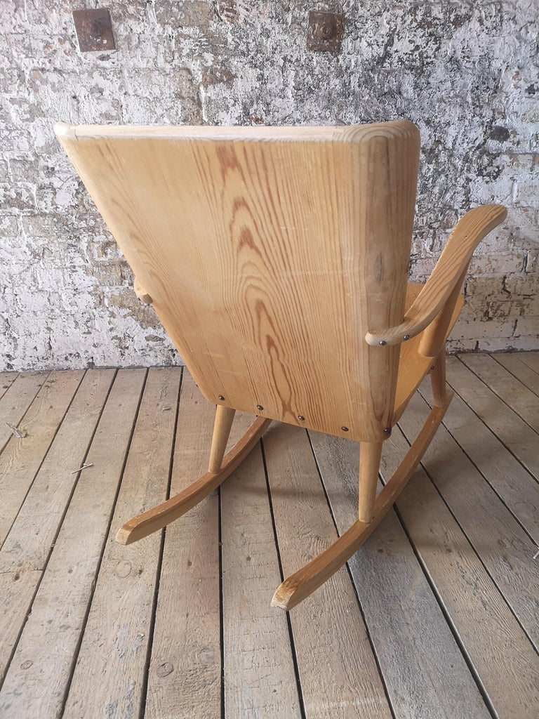 Pair of Rocking Chair in Pine, Göran Malmvall, Sweden, 1940s For Sale 10