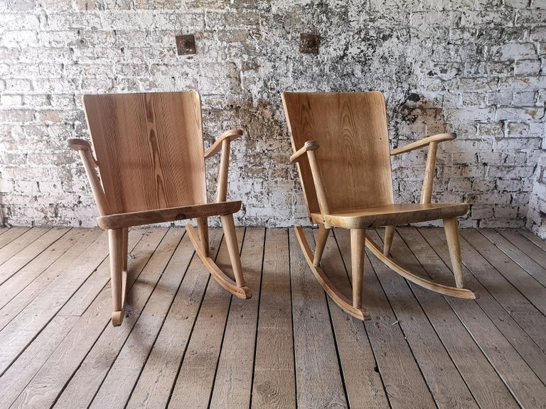 Pair of Rocking Chair in Pine, Göran Malmvall, Sweden, 1940s In Fair Condition For Sale In Langserud, SE