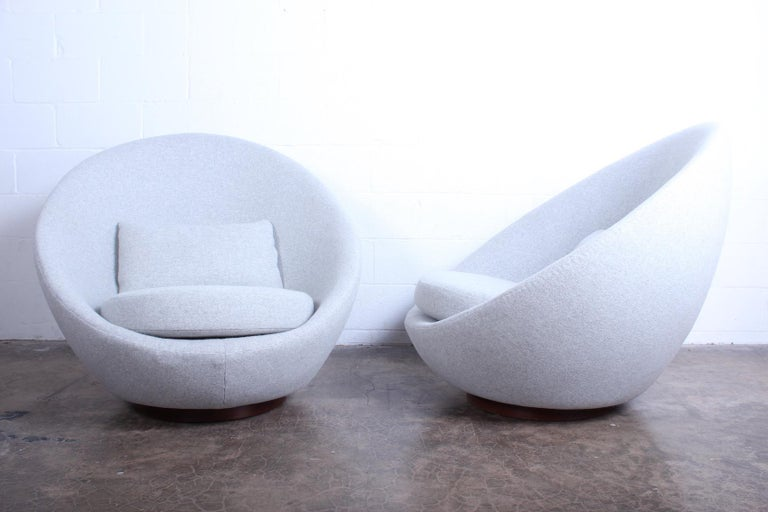 Pair of Rocking Swivel Chairs by Milo Baughman In Good Condition For Sale In Dallas, TX