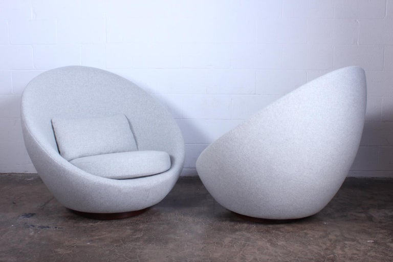 Mid-20th Century Pair of Rocking Swivel Chairs by Milo Baughman For Sale