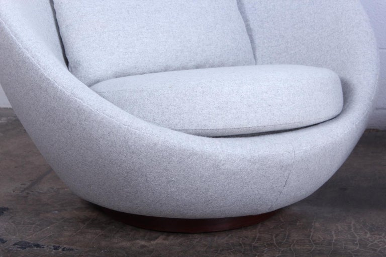 Pair of Rocking Swivel Chairs by Milo Baughman For Sale 1