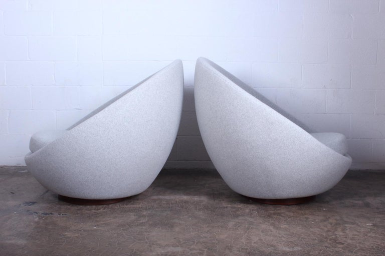 Pair of Rocking Swivel Chairs by Milo Baughman For Sale 3