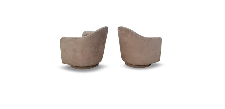 Mid-Century Modern Pair of Rocking Swivel Lounge Chairs by Milo Baughman For Sale