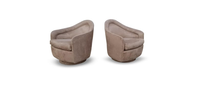 American Pair of Rocking Swivel Lounge Chairs by Milo Baughman For Sale