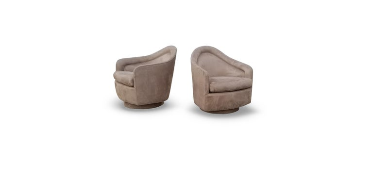Pair of Rocking Swivel Lounge Chairs by Milo Baughman In Good Condition For Sale In Middlesex, NJ