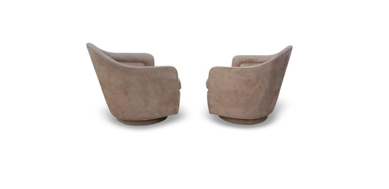 Fabric Pair of Rocking Swivel Lounge Chairs by Milo Baughman For Sale