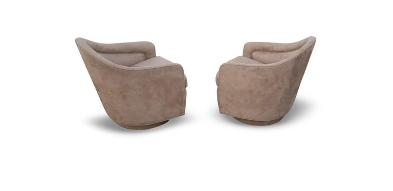 Pair of Rocking Swivel Lounge Chairs by Milo Baughman For Sale 1