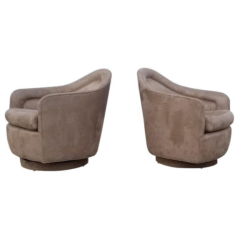 Pair of Rocking Swivel Lounge Chairs by Milo Baughman For Sale