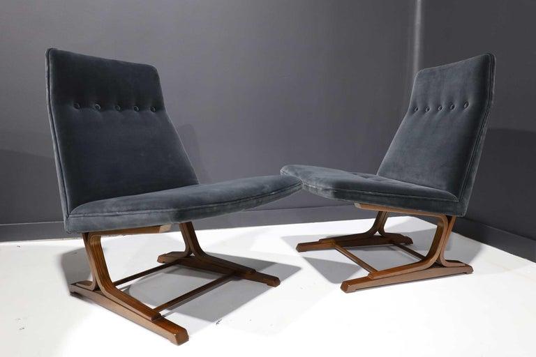 Pair of Roger Sprunger for Dunbar Cantilevered Chairs in Blue Velvet For Sale 5