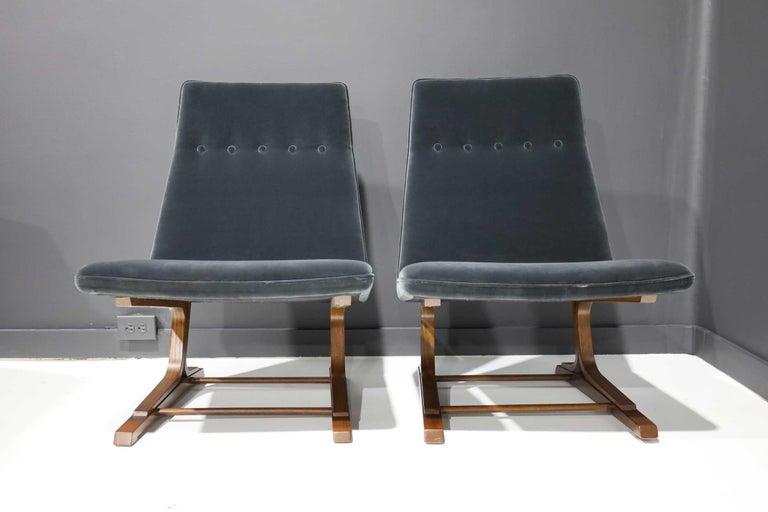 Mid-Century Modern Pair of Roger Sprunger for Dunbar Cantilevered Chairs in Blue Velvet For Sale
